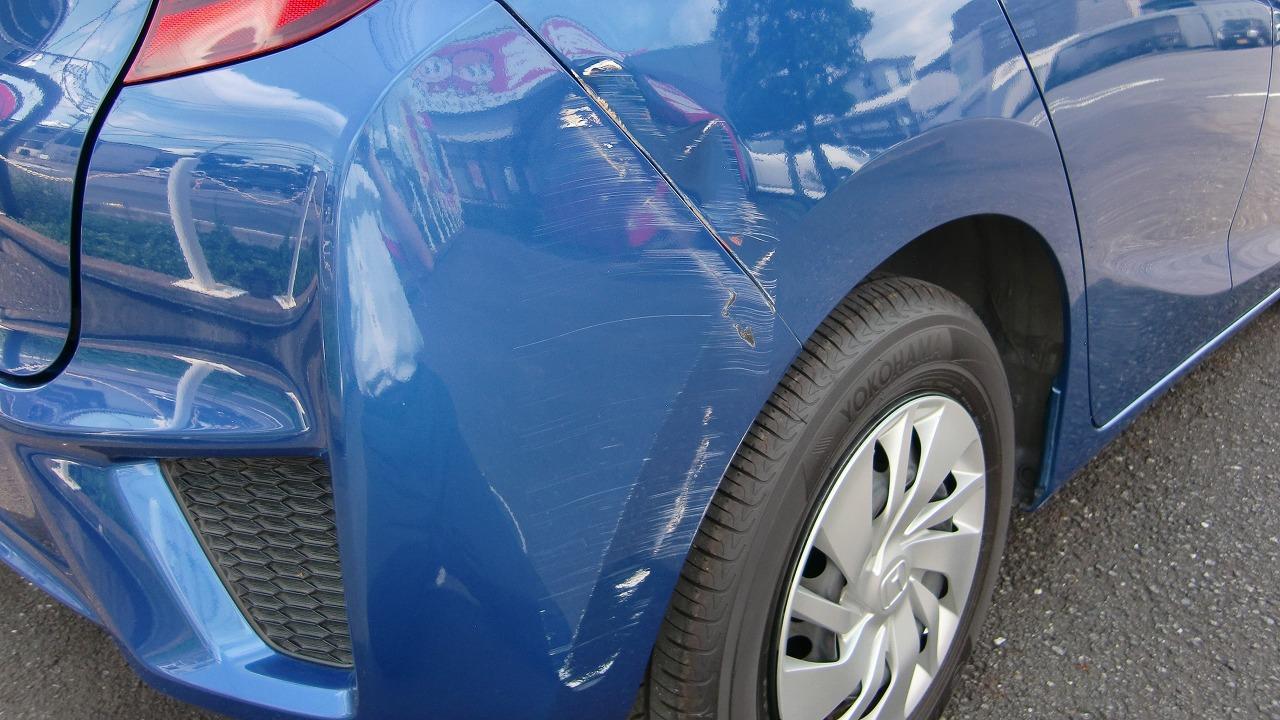 車のリヤバンパーと後ろのパネル修理/キズ・ヘコミの料金/コバック越谷店(例:フィット)